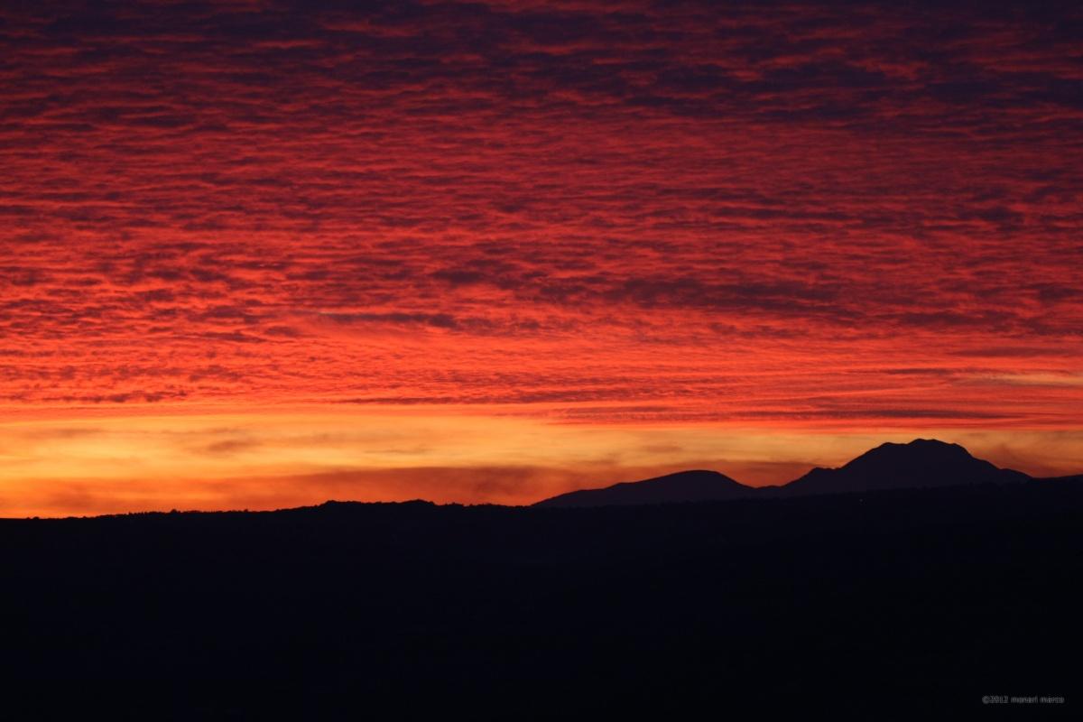 Tramonto sul Matese - Dalla C.da Cappelle, sguardo verso la catena montuosa del Parco Nazionale del Matese, in direzione NOO. Territorio sito nel Comune di San Bartolomeo in Galdo BN Italy.