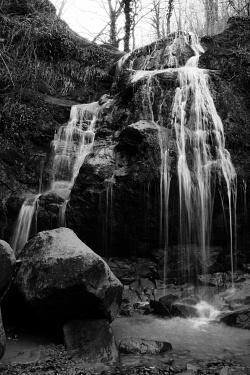 Cascate al Vallone Muccillo - Il Vallone Muccillo, torrente alluvionale, nel Bosco Montauro. Cascate con balzo di circa 20m. Territorio sito nel Comune di San Bartolomeo in Galdo BN Italy.